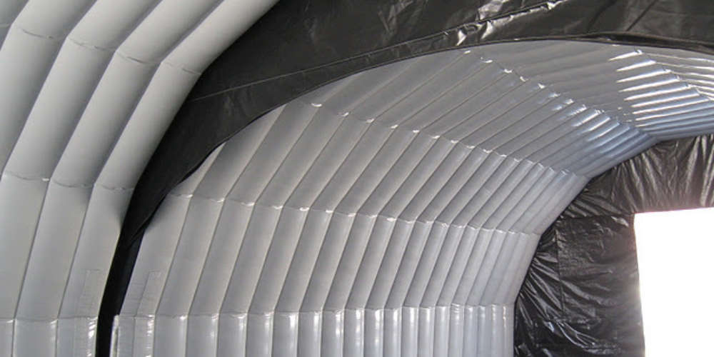 Oppbasbart byggtelt 12 Innvendig viser sammenkobling av 2 moduler til stort telt fra innsiden