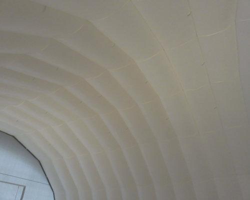 Hvitt tak innvendig oppblasbart byggtelt 9