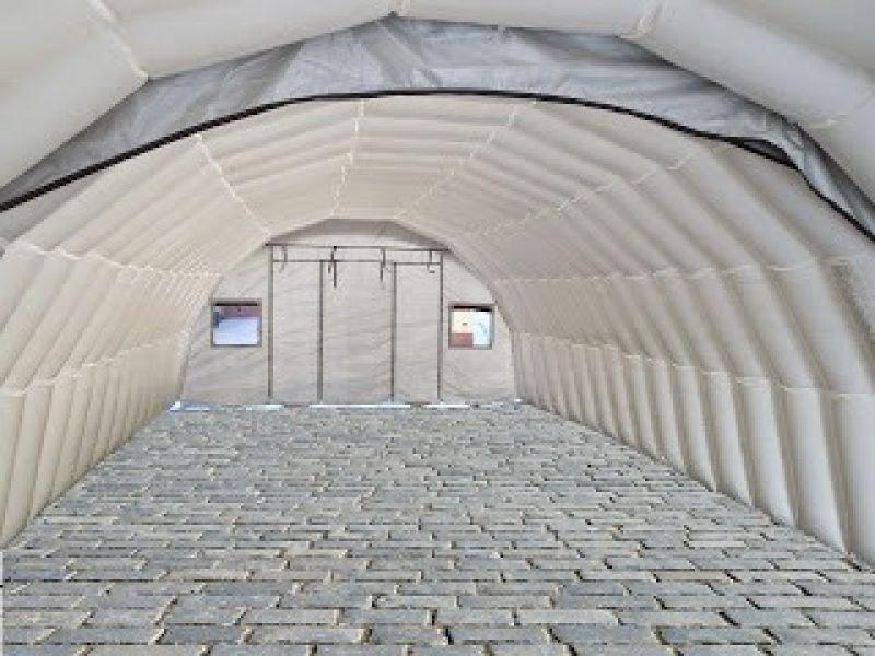Oppblåsbart byggeplass telt på brostein