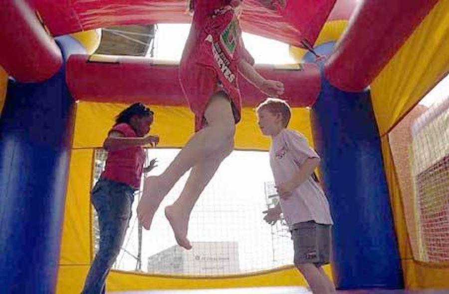 3 barn hopper i slott